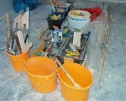 Jakie wyposażenie musi mieć mała firma budowlana?