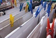 Suszarki na pranie rozkładane, zaokienne, balkonowe – rodzaje i udogodnienia suszarek. Jak wybrać suszarkę na pranie?